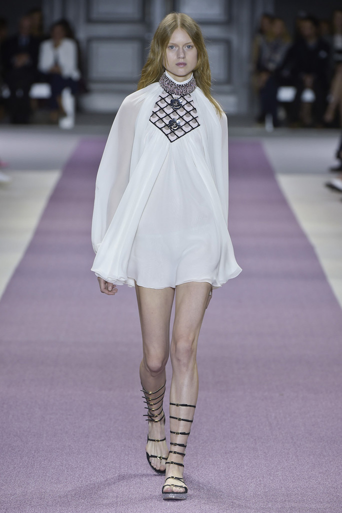 Giambattista Valli Ready-To-Wear Spring 2016