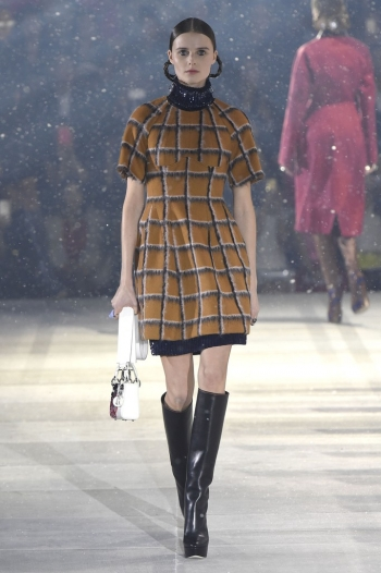 Dior Pre Fall 2015, futurism and daywear with the Esprit Dior