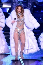 Jennifer Lopez amazing costumes for her concert in Las Vegas