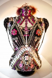 Fashion and Art in the button's details