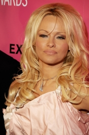 Pamela Anderson offers a luxury faux fur coat to Melania Trump