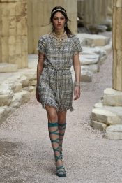A touch of Greece for Chanel Cruise 2018