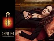 Emily Blunt, l'égérie de parfum Opium d' YSL