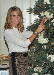Heidi Klum is making the Christmas tree