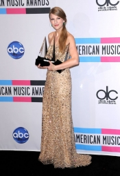 Taylor Swift, multiple winner at American Music Awards 2011
