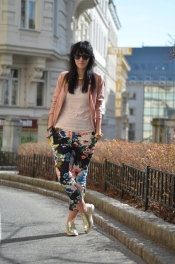 Floral prints pants and pastel blazer