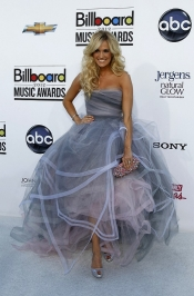 Carrie Underwood in Oscar de la Renta at the 2012 Billboard Music Awards
