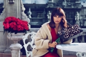 Penelope Cruz and sister to design handbags for Loewe