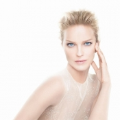 Eva Herzigova, the new image of Dior Capture
