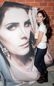 Lana del Rey, the star of jeans