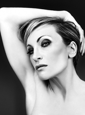 Patricia Kaas sings Piaf at Monaco
