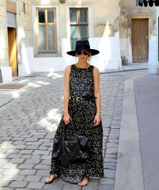 Maxi dress, a street style trend to wear