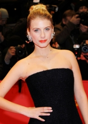 Mélanie Laurent in Dior Joaillerie