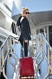 Celebrity trend - Uma Thurman wears Piquadro bag at Festival de Cannes 2013