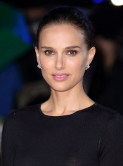 Natalie Portman in Dior Joaillerie for the movie premiere «Thor:The dark world»