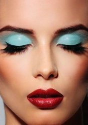 Summer beauty trend: aqua eyeshadow