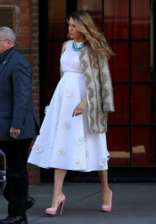Blake Lively makes a stylish pregnant woman