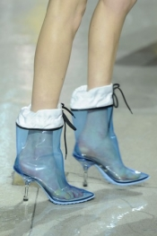 The Fashion trend for Fall 2014: transparent boots