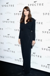 Monica Bellucci, elegant look in a jersey dress and haute jewelry