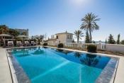 Estée Lauder villa sold at Cannes